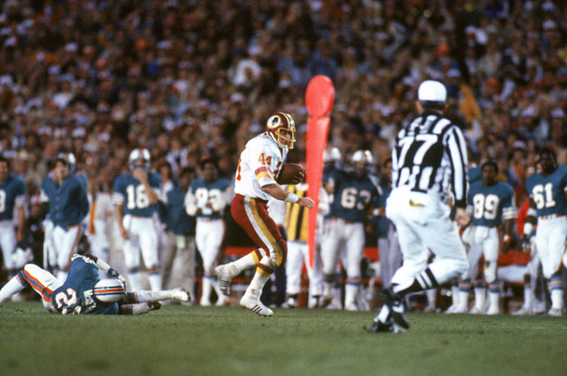 PASADENA, CA - JANUARY 30:  Running back John Riggins #44 of the Washington Redskins rushes for yards during Super Bowl XVII against the Miami Dolphins at the Rose Bowl on January 30, 1983 in Pasadena, California.  John Riggins was named Super Bowl MVP as the Redskins won 27-17.
