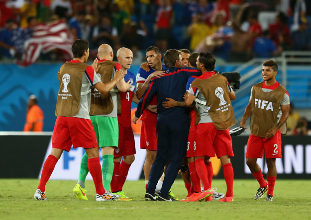 NATAL, BRAZIL - JUNE 16: United States players celebrate after defeating Ghana 2-1 during the 2014 FIFA World Cup Brazil Group G match between Ghana and the United States at Estadio das Dunas on June 16, 2014 in Natal, Brazil.  (Photo by Kevin C. Cox/Getty Images)